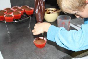 remplissage poche a douille cupcakes