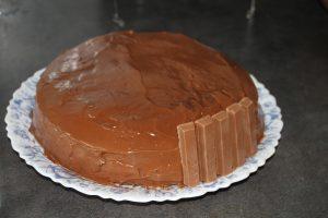 montage gravity cake kit kat